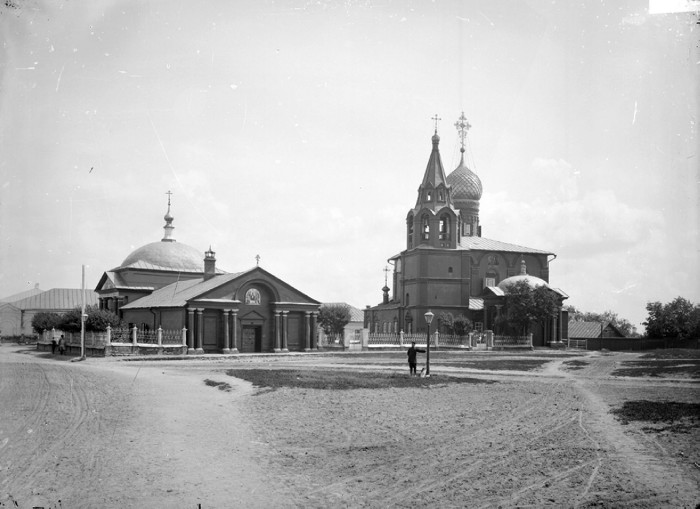 Успенская соборная церковь находилась на набережной царицына, торцом выходила на улицу успенскую (ныне - им в и